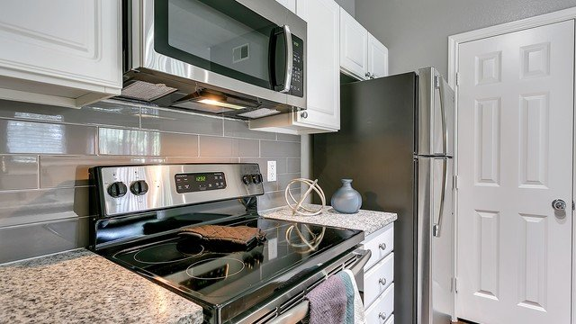 Westbridge Apartment Homes - Chef-Inspired Modern Kitchen with Stainless Steel Appliances And Marbled Countertops